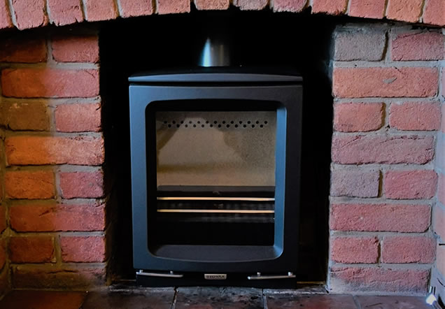 Steel Yeoman Exe stove paired with geocast mantel and slate tiles